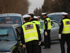 交警提醒;即日起, 这5样东西不得上车, 否则查到一律扣分罚款!